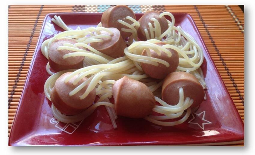 Сосиски с макаронами внутри